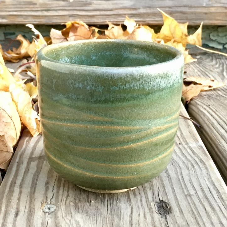 Wavy tea cup (green silk, oxidation) *n/a
