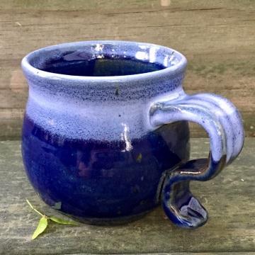 Rounded mug (shaner white over royal blue)
